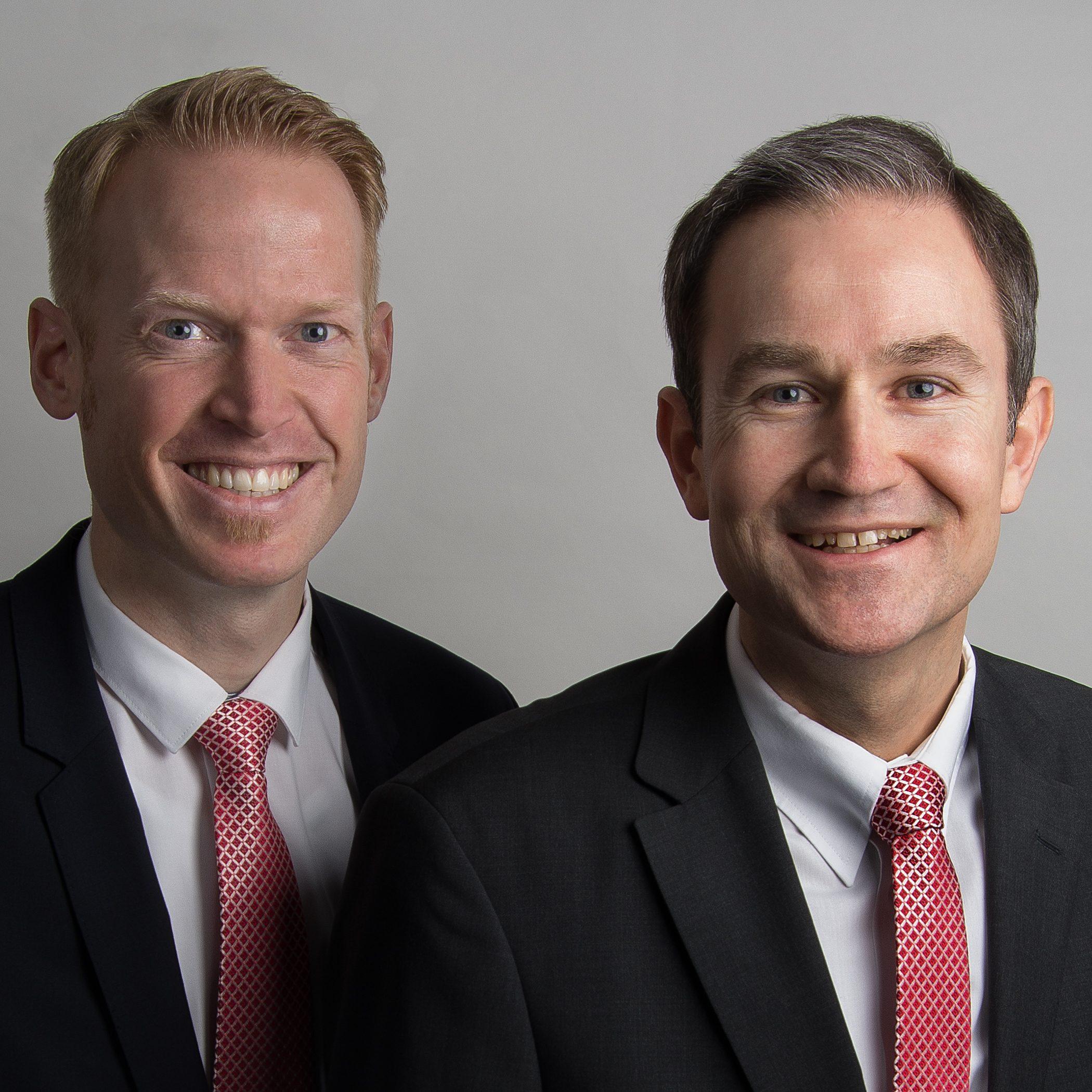 Stefan Brunswieck, (rechts) Vorstandsvorsitzender und Daniel Müller, Vorstandsmitglied der Stadtsparkasse Hilchenbach