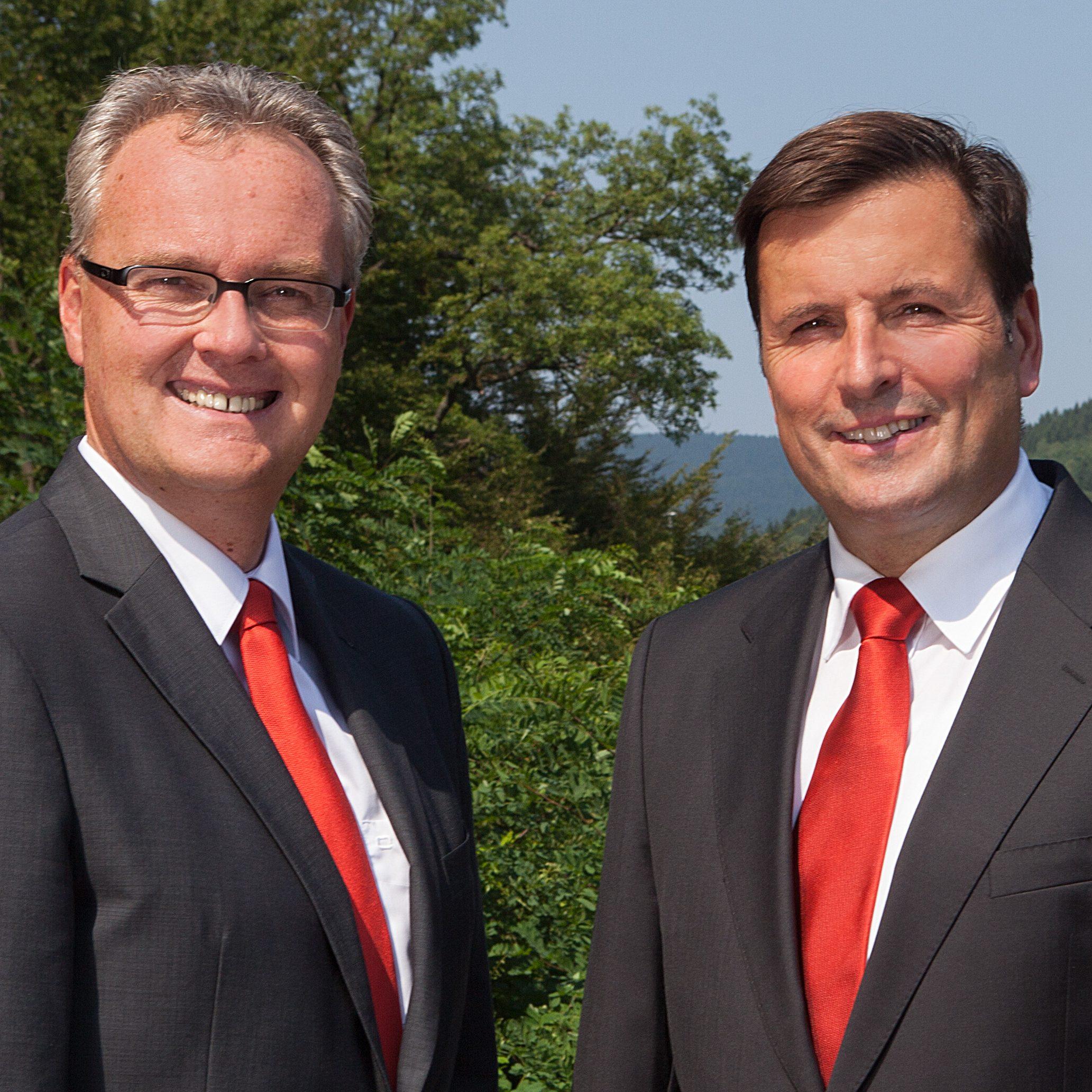 Kai Hagen (rechts), Vorstandsvorsitzender und Mike Kernig, Vorstandsmitglied der Vereinigte Sparkasse im Märkischen Kreis