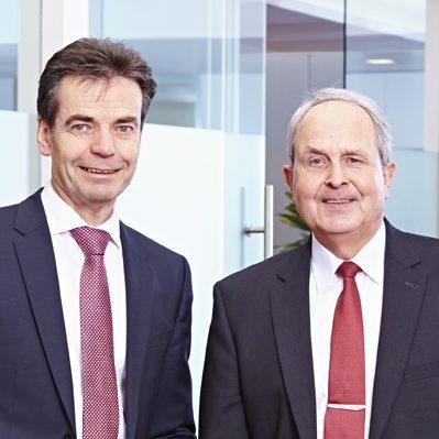 Achim Glörfeld (rechts) und Max Mews, Vorstandsvorsitzender und Vorstandsmitglied der Stadtsparkasse Lengerich